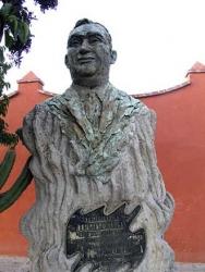 Statue to Pedro Vargas, San Miguel de Allende
