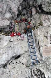 Altar en una Cueva - Cave Shrine