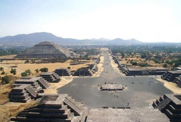 The street of the dead and the pyramid of the sun